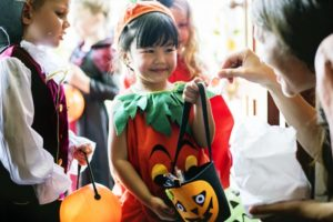 child trick-or-treating